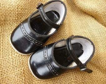 Cute Little Black Patent Leather Baby Janes / Mary Janes