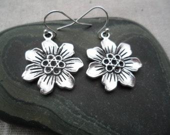 Silver Flower Earrings - Boho chic - Moroccan - Botanical Earthy Jewelry - Simple Everyday Silver Earrings