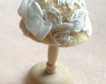 Handmade 1/12th scale dollshouse miniature gold felt hat