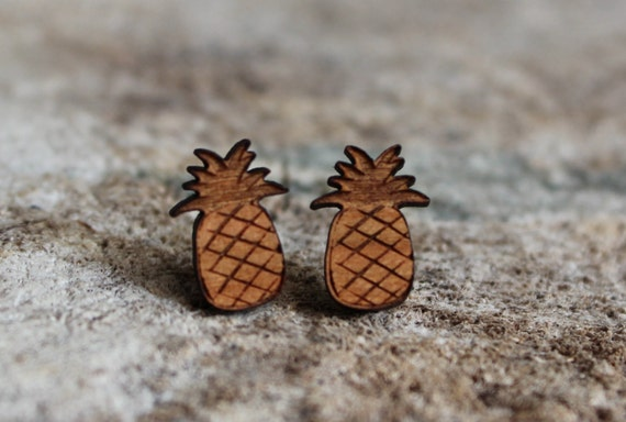 mignonnes puces en bois ananas cute studs earrings wood. Black Bedroom Furniture Sets. Home Design Ideas
