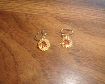 vintage clip on earrings goldtone wreath dangles red rhinestones
