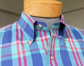 vintage 70's - 80's -Gant- Men's short sleeve 3 button collar shirt w/ locker loop. Pastel tone 'Foxhunt Plaid'. Large