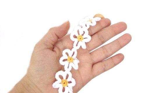 Daisy flower bracelet crochet , fiber textile jewelry, white daisy crochet bracelet, floral textile jewlery, daisy flowers bracelet,