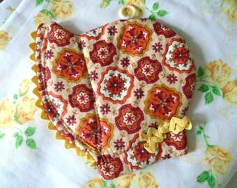 Sweet Bonnet Hot Pad / Retro Fabric Print / Orange Colors / Bonnet Shape / Pot Holder / Wall Decor / Cottage Kitchen / Vintage Hot Pad