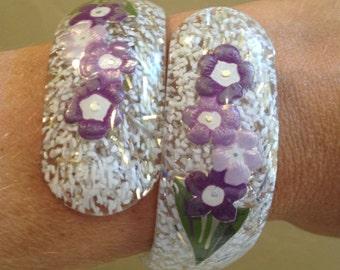 Bracelet 1950s Confetti Lucite purple flowers rare