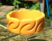 """Vintage Bakelite """"Z"""" Carved Buttery Yellow Wide Bangle - Simichrome Tested"""