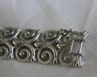 Monet Wide Swirl Link Bracelet