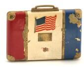 WWII Era Patriotic Ladies Suitcase Style Powder Compact // Vintage Estate Treasures // fruitsdesbois