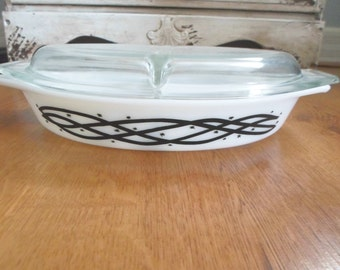 Pyrex Barbed Wire 1958 Promotional 1 1/2 Quart Divided Casserole with Lid