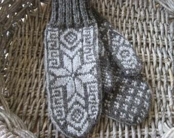Mittens in Traditional Scandinavian Star Design LUCA