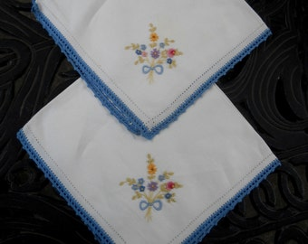 Vintage Linen Napkins, Embroidered Flowers and Crocheted Edges