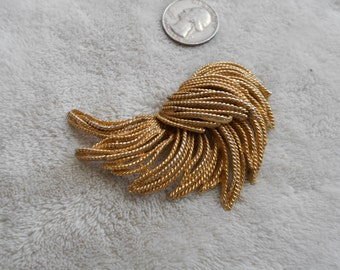 Vtg Pin-Beautiful Goldtoned Blown Feather-P3916