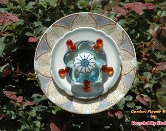 Glass Yard Art Pretty Petunia Garden Flower Plate Sculpture for Outdoor Decor