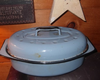 Vintage, enamalware, roasting pan, powder blue with lid great for roast, duck, chicken
