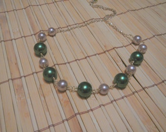 Olive Green and Beige Pearl Necklace, in Gold