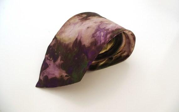 Elegant handpainted silk necktie. grey. gift ideal for stylish men. personalized gift