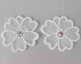 2 flowers in white lace with Crystal rhinestones
