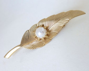 Vintage 1960's Gold Feather Sculptural Pin with Prong Set Pearl