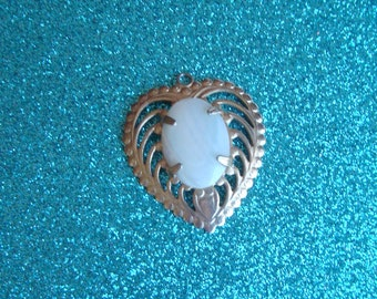 Pretty Mother Of Pearl Vintage Heart Pendant