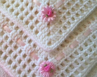 White  girl blanket with bows with satin ribbon and pink flowers
