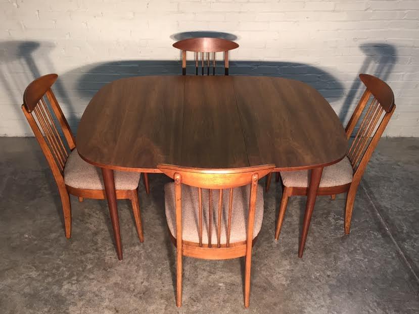 Broyhill Sculptra Mid Century Modern Dining Room Table
