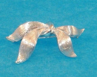 Vintage Silvertone Chunky Ribbon Clutch Brooch, Signed by Star, Excellent Condition