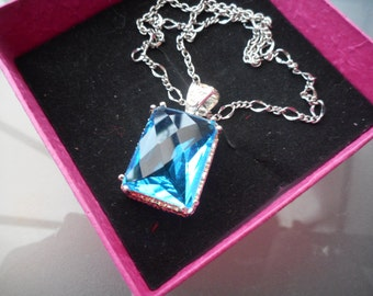 Free worldwide Shipping - Aquamarine crystal large pendant gemstone necklace in fine silver setting link chain