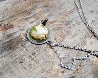 Rose resin necklace. Handmade resin statement necklace. Rose jewelry. White rose pendant. Handmade pendant. Resin jewelry. Flower jewelry.