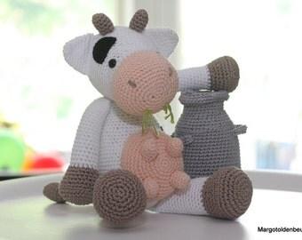 Crochet cow with milk churn/crochet cow with milk churn