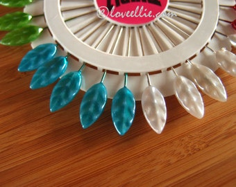 PINS Vintage Inspired Decorative Leaf Head Pins - 30 Pearlised pins with a leaf shaped head - 5 of each Gold Red Blue Green White Pink