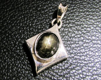 sterling silver gemstone pendant with an oval shaped black star sapphire marked 925 (GP365)