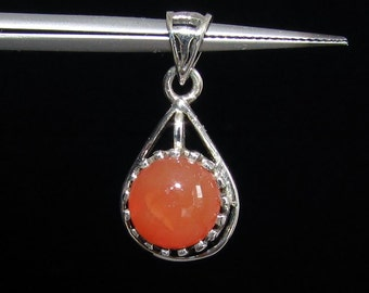 sterling silver gemstone pendant with a orange red round shaped carnelian marked 925 (GP382)