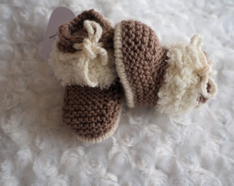 knitted baby Ugg booties *H UGG Y* booties,baby slippers, shoes,Ugg booties, baby shower gift, christening shoes, baby boots, baby Ugg boots