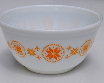 Pyrex Bowl Vintage Town and Country 402 1.5 qt