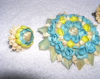 a tiny SeashellsTurquoise Blue Yellow and Green colored Brooch and matching clip-on earrings 1960's