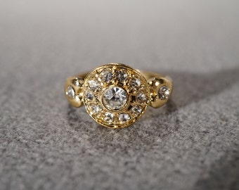 vintage costume fashion ring in a gold tone setting with round rhinestones, size 6 1/2  M7