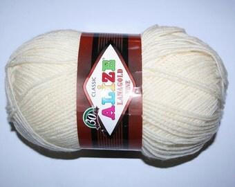 Warm yarn. Wool blend acrylic. Alize LanaGold Fine.