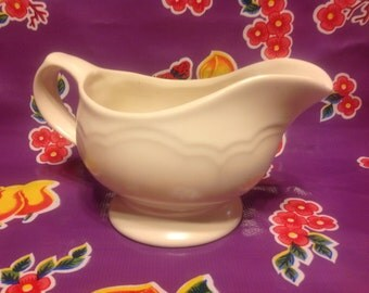 Vintage Pfaltzgraff Heirloom white heavy ceramic gravy boat or server