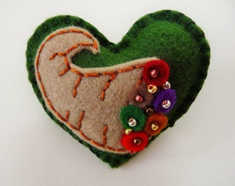 Thanksgiving Felt Heart Brooch / Autumn Brooch Pin / Horn of Plenty Brooch Pin / Cornucopia Pin Brooch / Felt Brooch / Beaded Brooch / Fall