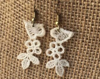 Ivory lace earrings - Medium length