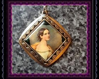 CLEARANCE..!! Vintage Gold Tone Edwardian Style Portrait Pendant