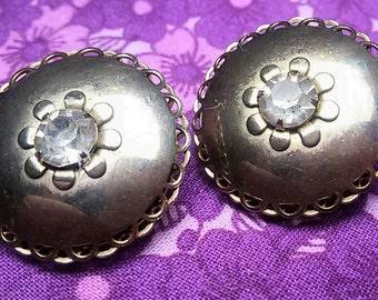 Vintage flower disc clip on earrings