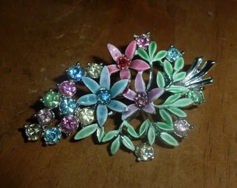 A Beautiful Bouquet of Flowers Vinatge Brooch - Enamel and Rhinestones xx