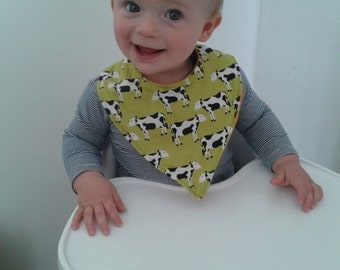 Cow print cotton baby dribble bib,fleece backing, fits toddlers and babies,bright green with cows,dribbler or dinner time,clothes protector