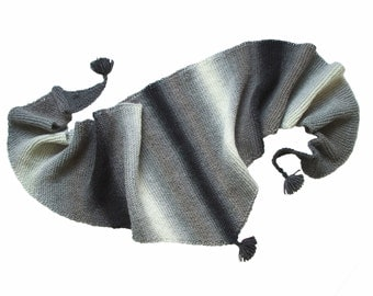 Baktus / Triangle scarf / Unisex scarf / Knitted scarf / Gradient colours scarf / Black gray white scarf