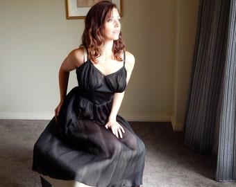 Vintage 50's or 60's BLACK NYLON Pleated Full SLIP Nightgown Lingerie - Pin up - 36 - M