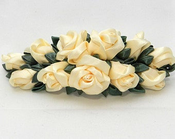 Tsumami Kanzashi Flower Hairclip with cream roses