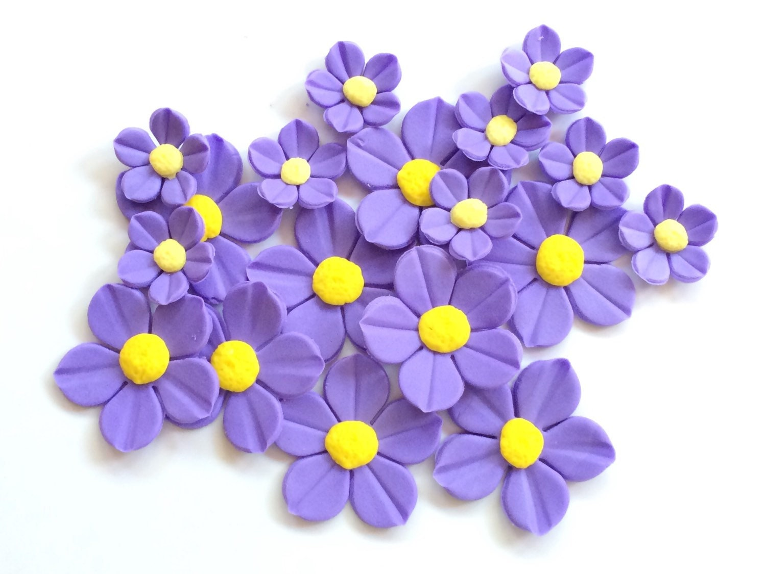 24 lavender edible flowers cake decorations fondant flowers yellow 24 lavender edible flowers cake decorations fondant flowers yellow edible cupcake toppers lavender wedding cake flowers mightylinksfo