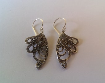 Handmade Solid 925 Sterling silver filagree earring.