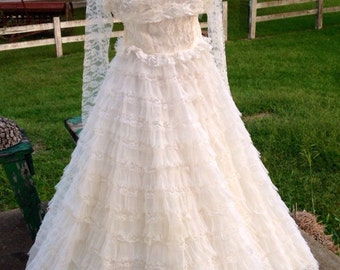 Complete Vintage Lace Wedding Dress with Veil and underskirt matchingn lace jacket